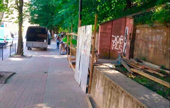 Відгороджений для ремонту фонтан Водолій на вулиці Коперника, 2018 рік. http://tvoemisto.tv