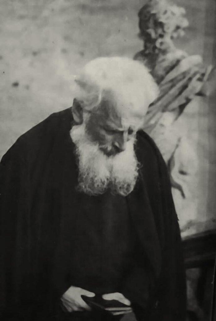 Праведник Народів Світу бл. свщмч. Климентій Шептицький на сходах собору святого Юра у Львові