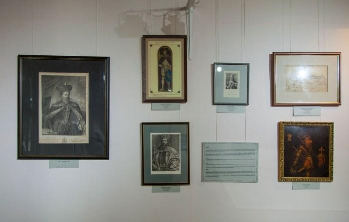 """Експозиція виставки """"Площа Ринок: зникаючі сліди історії"""""""