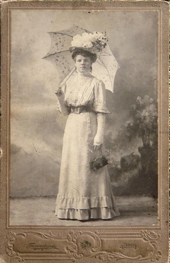Рівненська пані, початок ХХ століття. Салон Гальперіна .