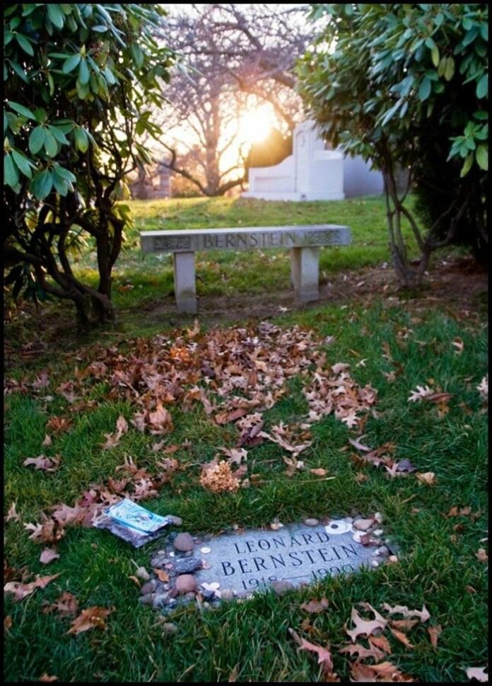 Могила Бернстайна на кладовищі Грин-Вуд