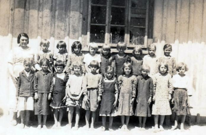 Біля «ремізи» 1-й кл. 1936 р.