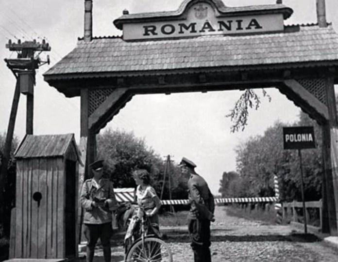 Дороті Госмер перетинає польсько-румунський кордону районі Снятина. Прикордонника явно зацікавила американка-велосипедистка