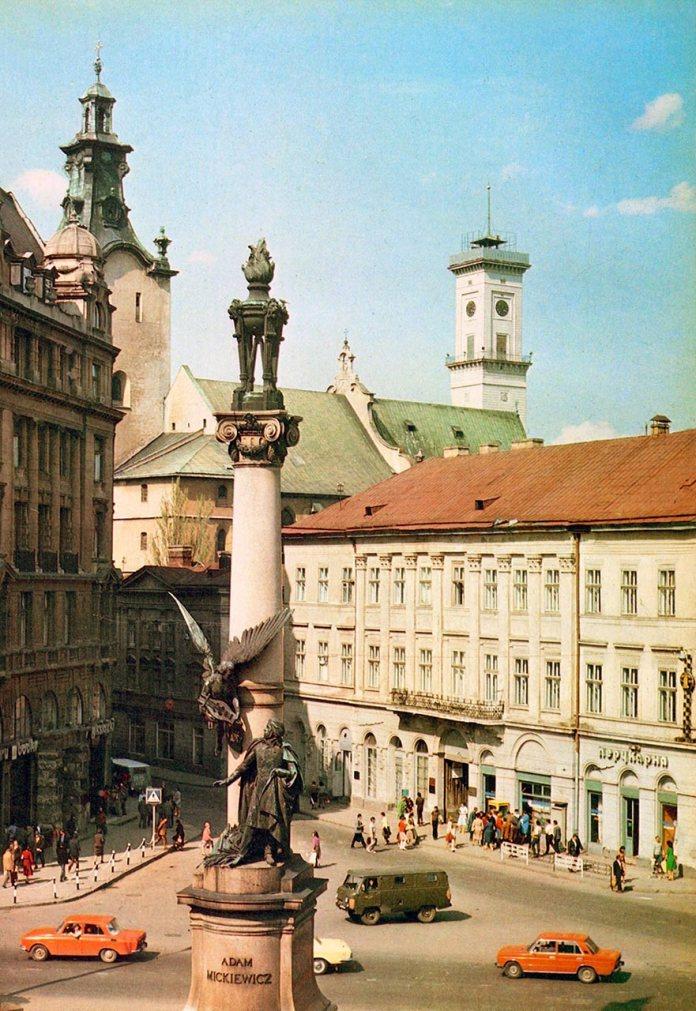 Пам'ятник Адаму Міцкевичу. Фото 1980-их років