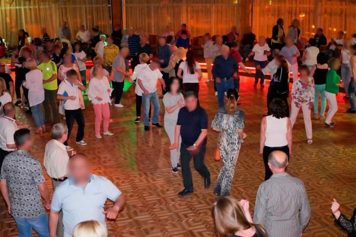 На танцполі панує атмосфера кінця 80-х - початку 90-х. Фото: Ельдар Сарахман
