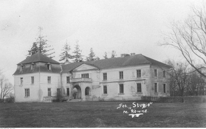 """Колишня офіцина, а після пожежі літня резиденція. Фото 1930-х років. Рівненський салон """"Студіо"""" для """"Щоденного кур'єра ілюстрованого"""""""