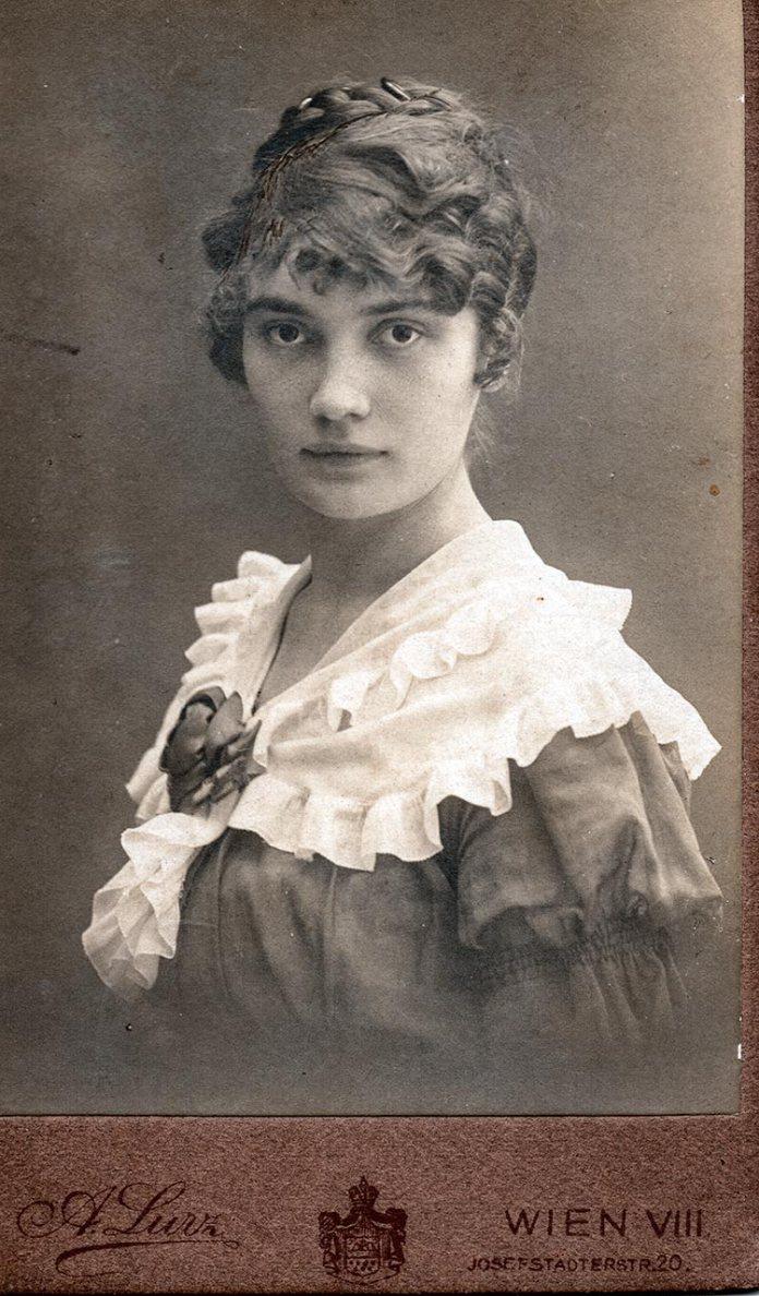 Ірена, дочка Кость Левицького і Ольги Огоновської
