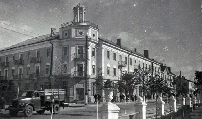 "Новобудова 1948 року – гастроном ""Ровно"""