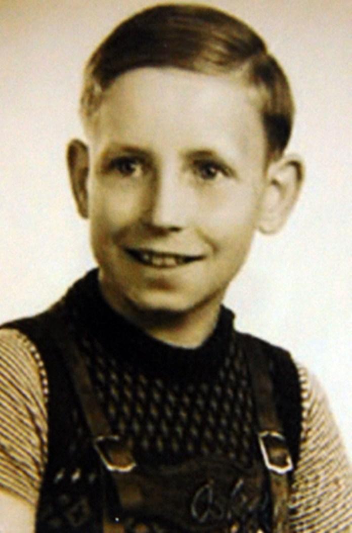 Син Карл. Гамбург, 1955 рік