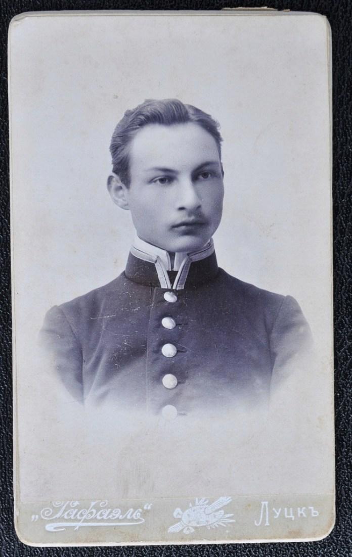 Кабінетне фото Луцького фотосалону до Першої світоіої війни
