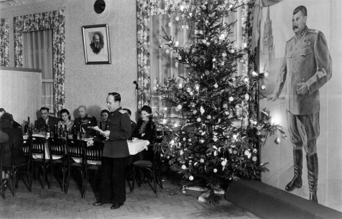 Новорічна ялинка зі Сталіним, 1947. Фото з мережі інтернет