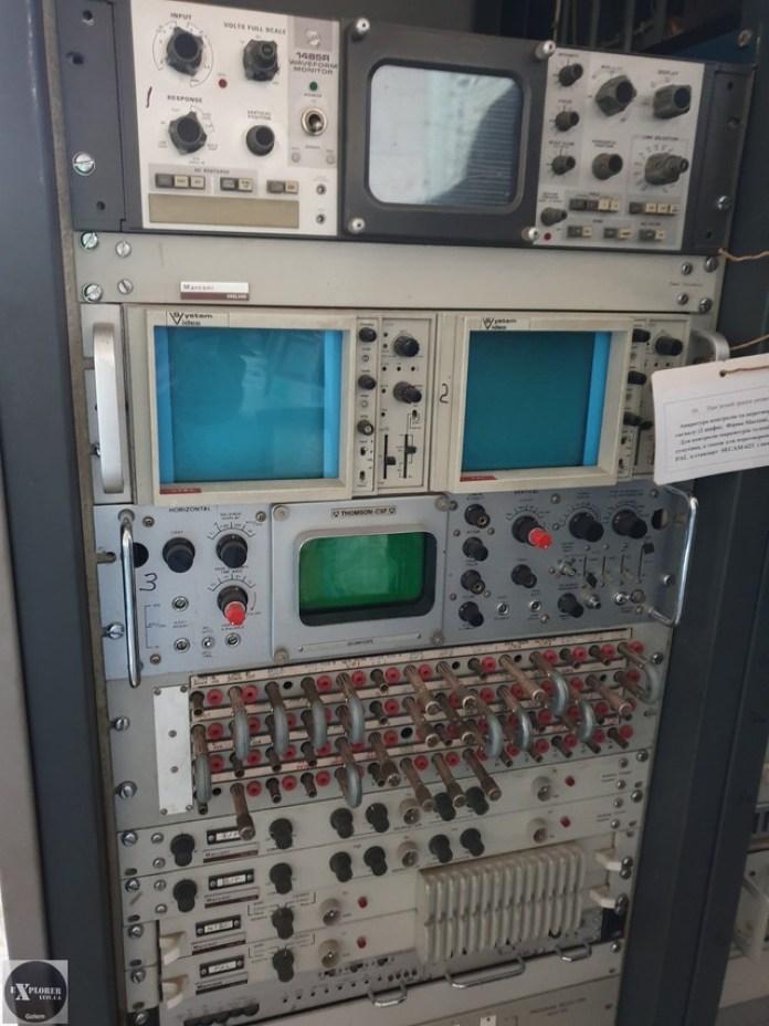 Дуже дивно шо апаратура для контролю якості телевізійного сигналу закордонна. Можливо з Америки ми приймали NTSC і тут на місці конвертували у вітчизняний SECAM.