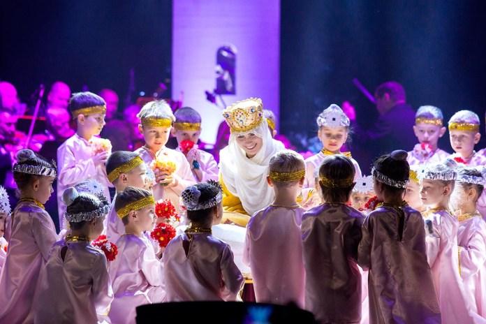 Сцена з музично-театралізованого дійства «Ритми Різдва»
