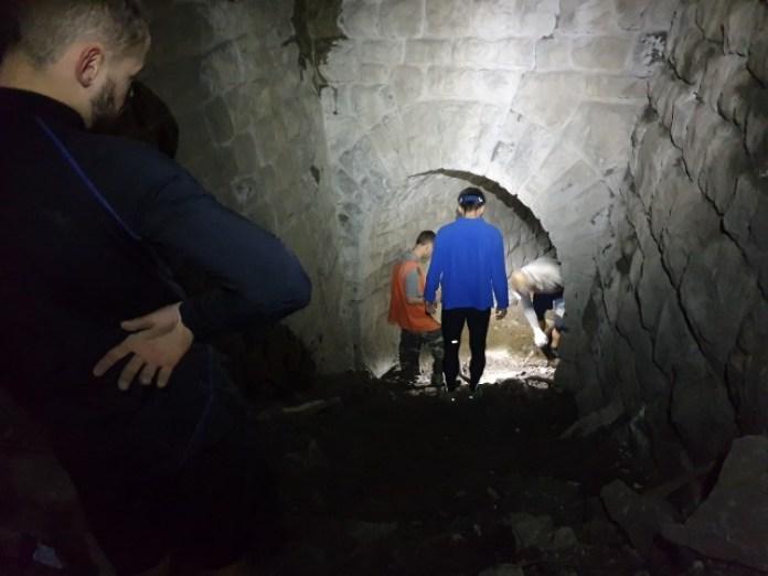 Землю ми вивозили у австрійську ділянку тунелю де стелі вищі. Заодно ми зробили плавний забіг щоб спортсмени не поламали собі ноги на тих каменях.