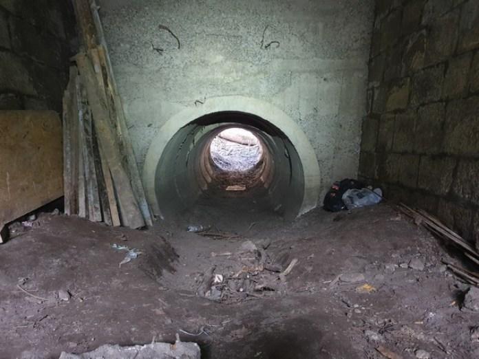 В порівнянні з австрійським тунелем це бетонне кільце виглядає крихітним. Але, повірте, воно прохідне і навіть пробіжне!
