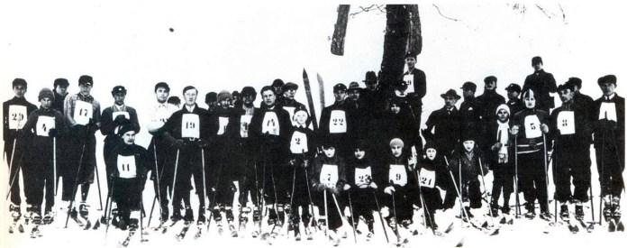 Змагуни перед лещетарськими змаганнями організованими «Карпатським лещетарським клубом». Львів, Погулянка, 1931 р.