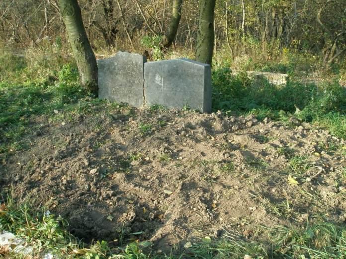 Вандали нераз розкопували могили