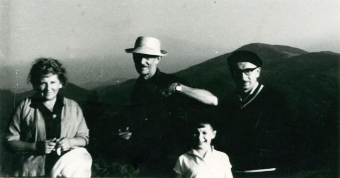 Подружжя М. та Р. Сельські, К. Звіринський з сином Андрієм в Дземброні, 1960-ті рр.