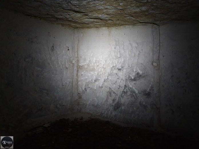 А тут в стіні були дерев'яні балки