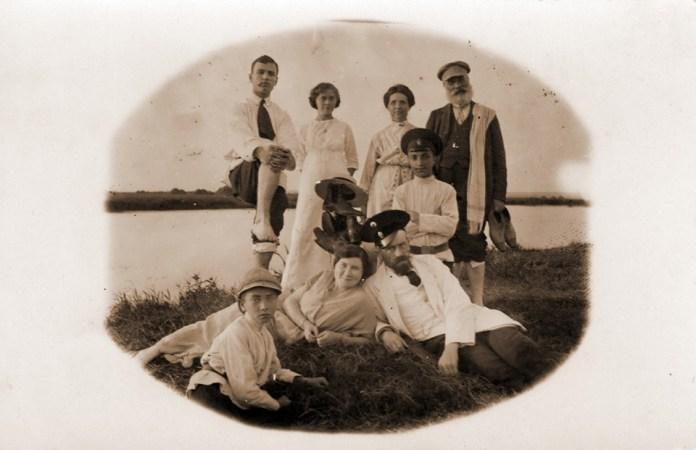 Родина Толстих. Дубно, 1930-і роки