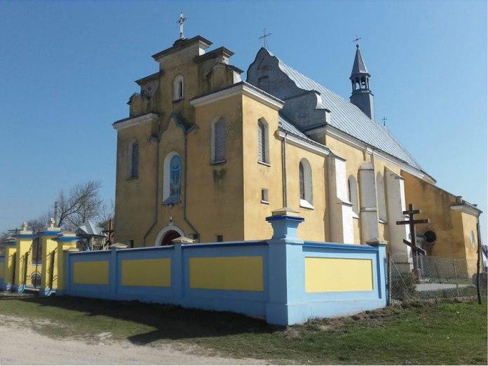 Колишній костел, тепер – храм УГКЦ в с. Тулиголове. Світлила Леся Малахівська