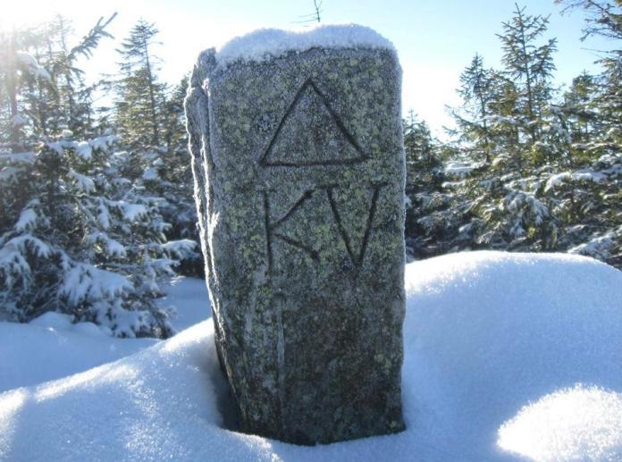 Межовий камінь з гори Лисина Космацька. Фото Автор фото Юрко Гудима