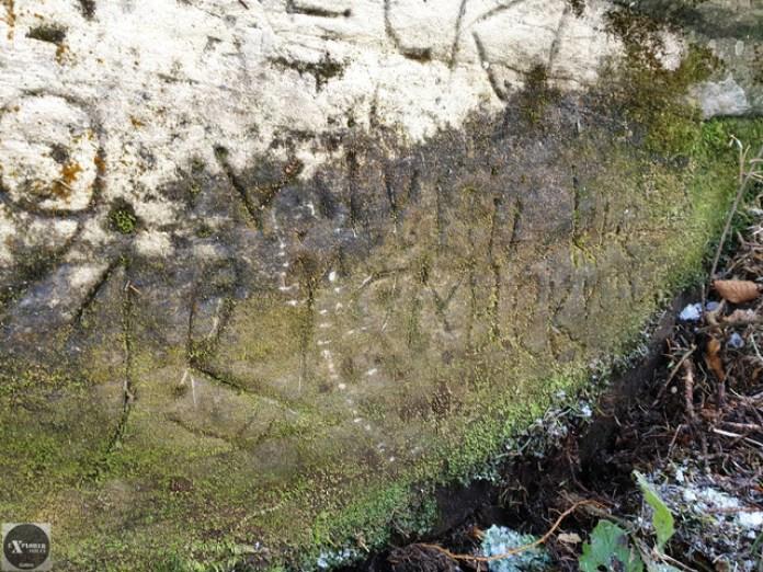Це той самий камінь з надписом 1639. Тільки в куті. Я трохи розчистив від моху. Але все рівно ніц внятного не прочитав.