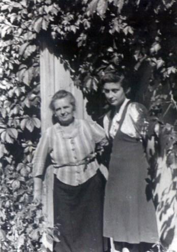 Єва з мамою