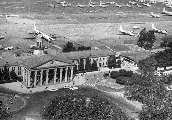 Термінал 1 львівського аеропорту з висоти пташиного польоту з боку вулиці Любінської