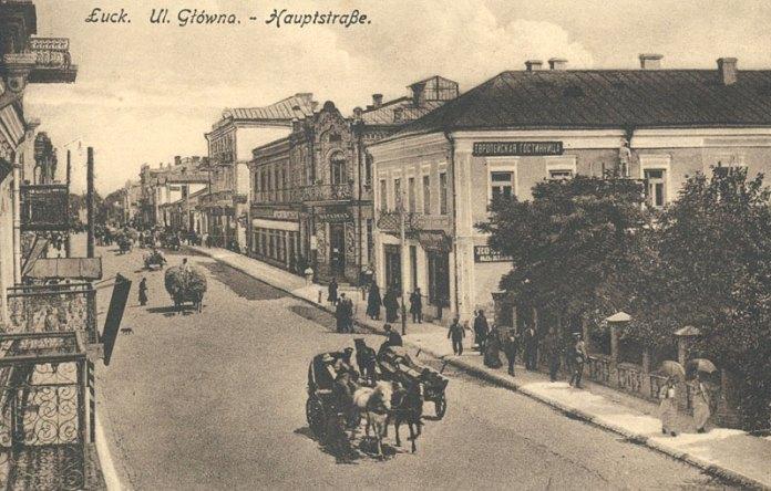 Вуличний рух у ті часи. Вулиця Шосейна (Головною вона стала пізніше), тепер Лесі Українки