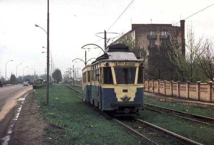 Трамвайний поїзд із модернізованих у 1950-57 рр. вагонів «Sanok» на сучасній вул. Липинського. 1970 р.;