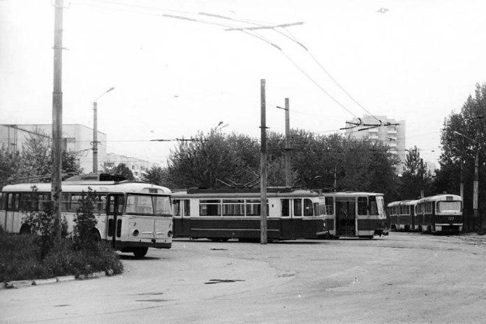 Тролейбус і трамваї на території ЛТТРЗ. 1989 р.