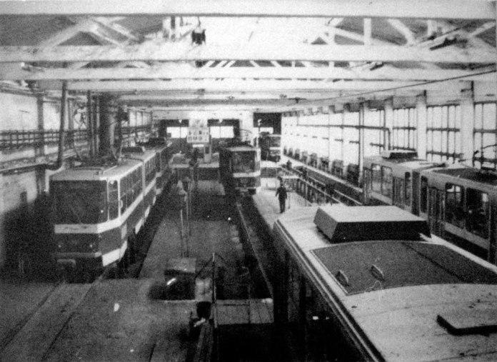Обслуговування трамваїв «Tatra KT4SU» в профілакторії трамвайного депо № 2. 1993 р.