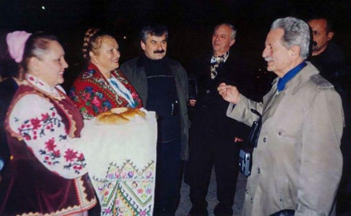 Зустріч Михайла Гориня з українцями Сахаліну, 2002 рік. Фото з ресурсу www.istpravda.com.ua