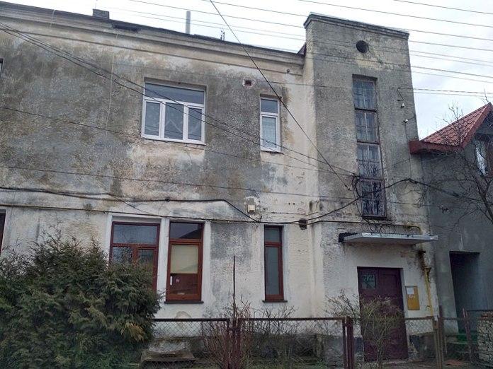 Будинок, зведений за кошти Ґжеґожа Подольського, 1938. Вулиця Будівельників, 6 у Луцьку