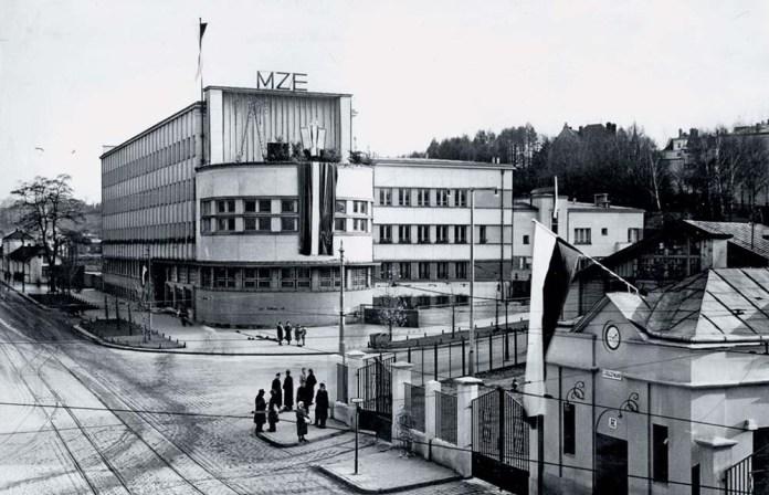 Прохідна вагонно-ремонтних майстерень львівського трамвая і будівля управління Міських закладів електричних. Кінець 1930-х років