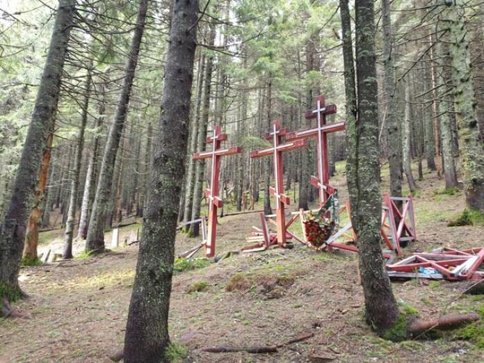 В 2010 році спорудили ці от хрести