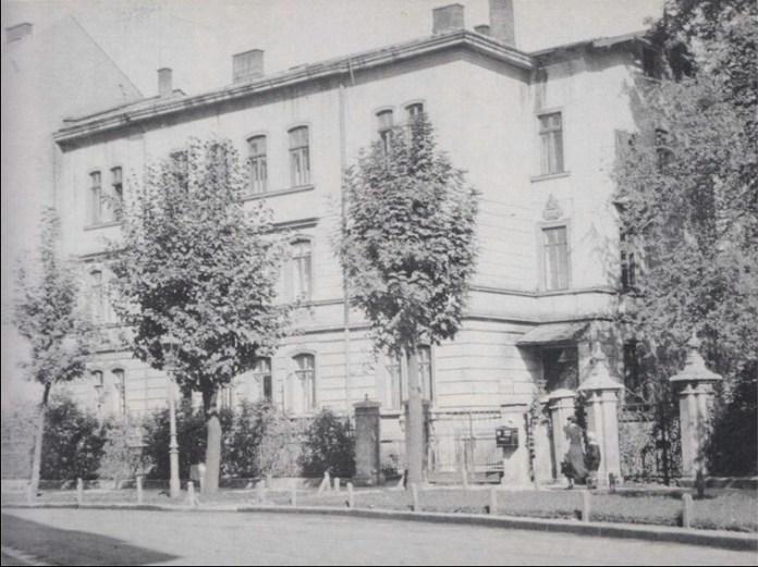 Будинок громади менонітів. Фото 1930-х рр. За: Heimat Galizien im Bild. – S. 101.