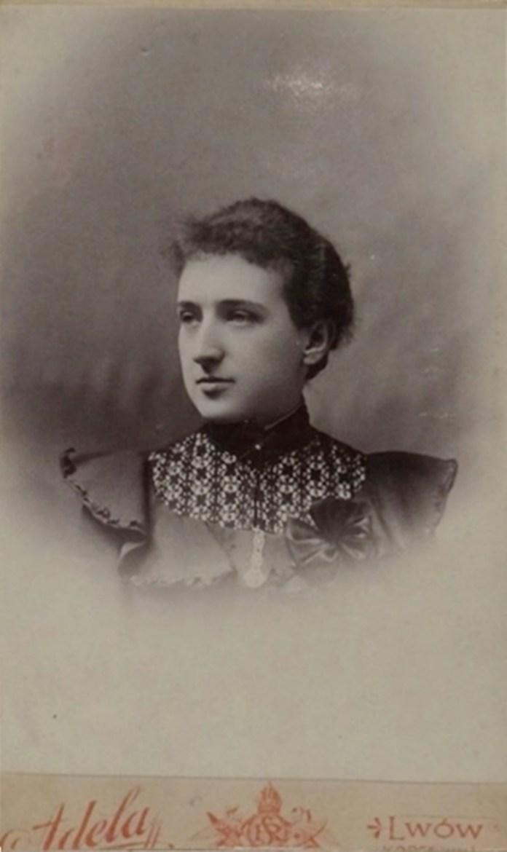 Жінка з Львова, фотосалон «Аделя», 1900 р.
