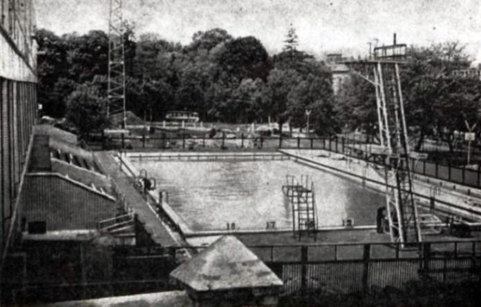 Відкритий басейн в Чернівцях