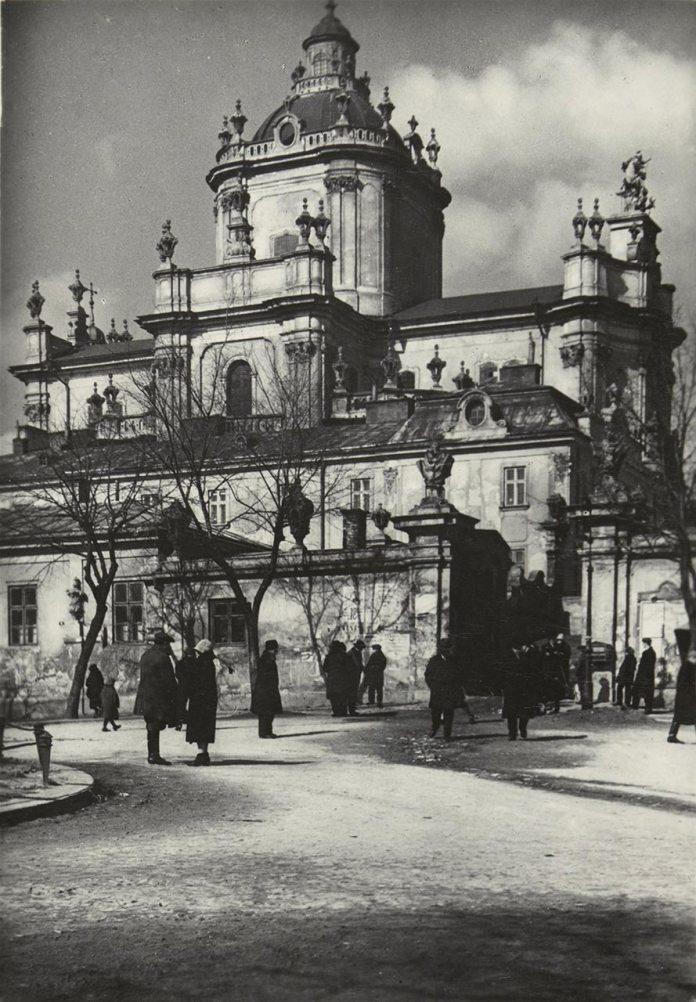 Собор св. Юра. Автор фото Адам Ленкевич. 1930-ті рр. Із фондів цифрової бібліотеки «Polona».
