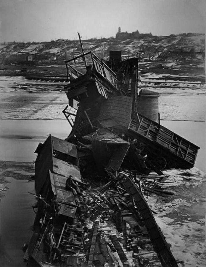 Залізнична катастрофа під Чернівцями 4 березня 1868 року – під час руху поїзда під ним зруйнувався міст через Прут конструкції Шіфферкорна.