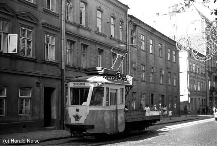Вантажний трамвайний вагон на основі пасажирського моторного вагона «Sanok» на вулиці Князя Романа. 1971 р.