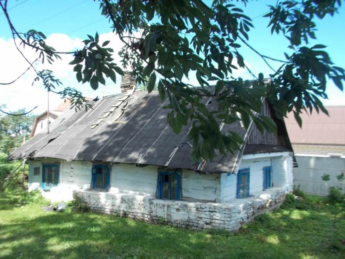 Стара хата на вул. Вишневій