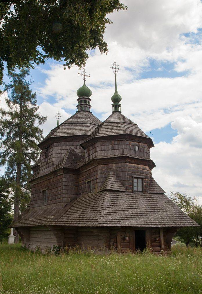 Церква святого Архістратига Михаїла в Комарно. Фото Романа Метельського