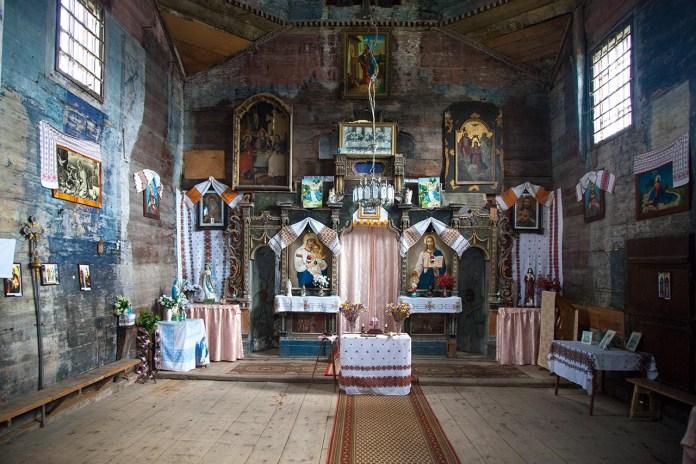 Інтер'єр церкви святого Архістратига Михаїла в Комарно. Фото Романа Метельського