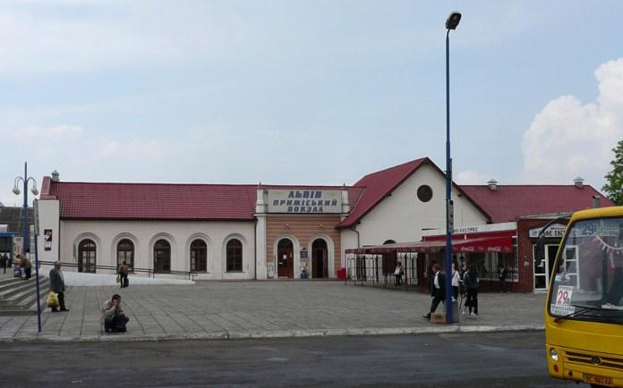Пасажирський будинок приміського вокзалу Львова. 2008 р