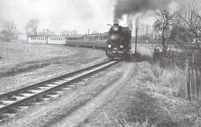 Паровоз веде приміський вузькоколійний потяг Ужгород – Анталовці. Початок 1970-х років