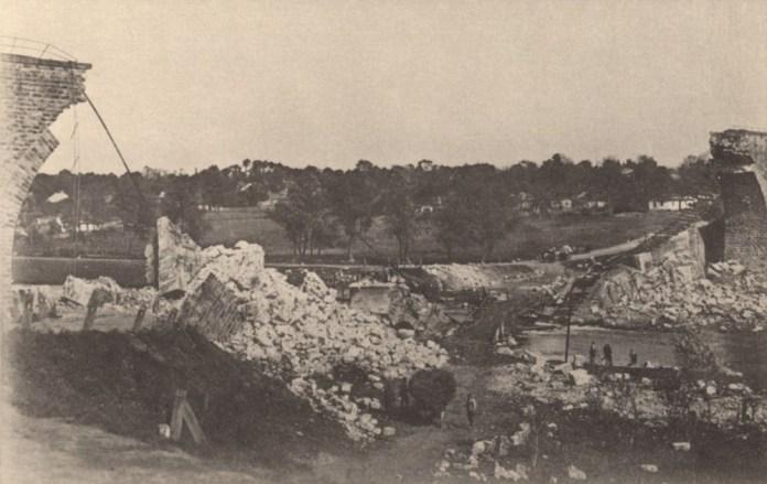 Руїни моста через річку Серет, підірваного при відході російськими військами у серпні 1915 р.