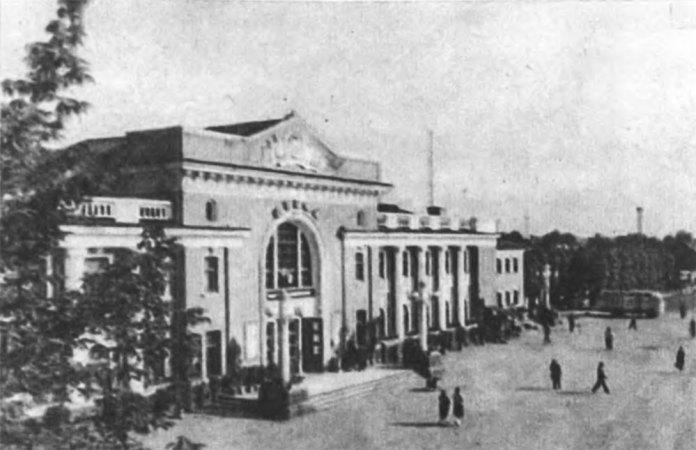 Новий залізничний вокзал у Стрию побудований на початку 1950-х років на місці зруйнованого. Фото 1960-х років
